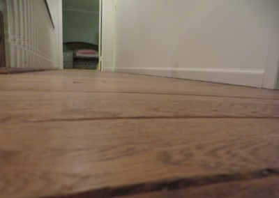 Sloping floor in a house with a poorly supported structure